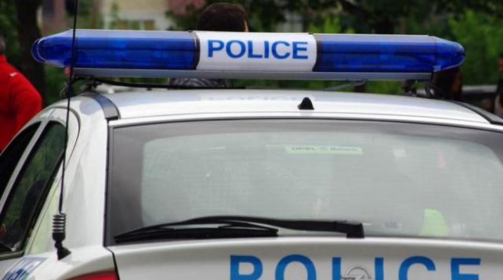 Рецидивист наби жена си и детето й, закани се и на полицаи