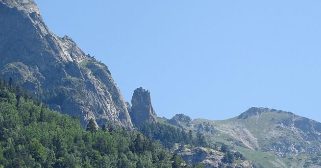 Планински спасители от Добринище са открили две жени, изгубили се