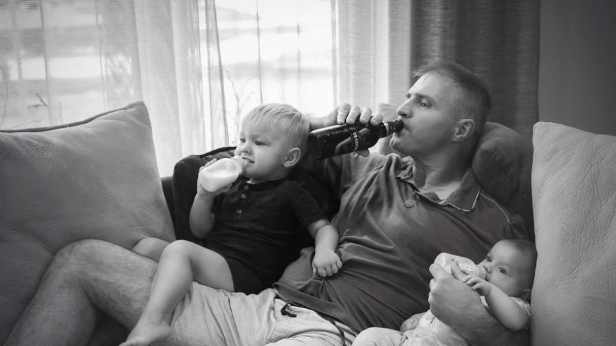 Когато татковците останат сами с децата (СНИМКИ)