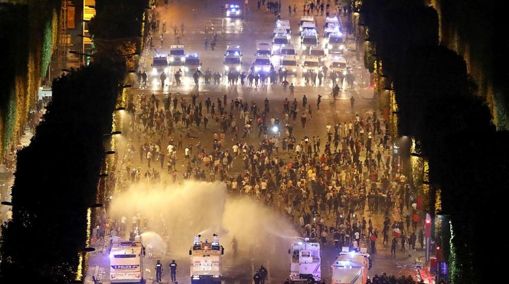 845 опожарени коли и стотици арестувани във Франция