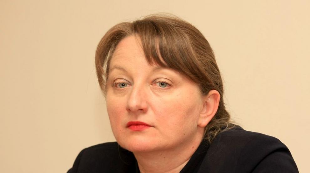 Сачева отговори на майките: Ако оставката ще донесе решение, нямам против...