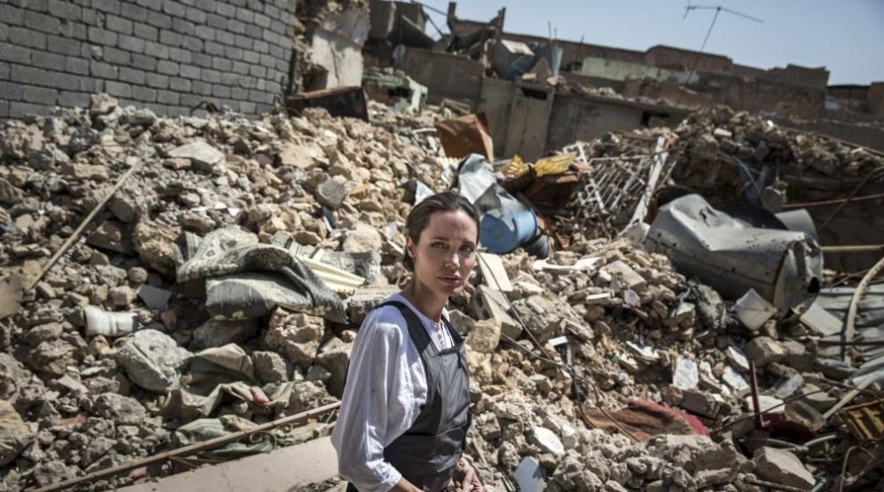 Анджелина Джоли се срещна със сирийско семейство с тежка съдба (ВИДЕО)