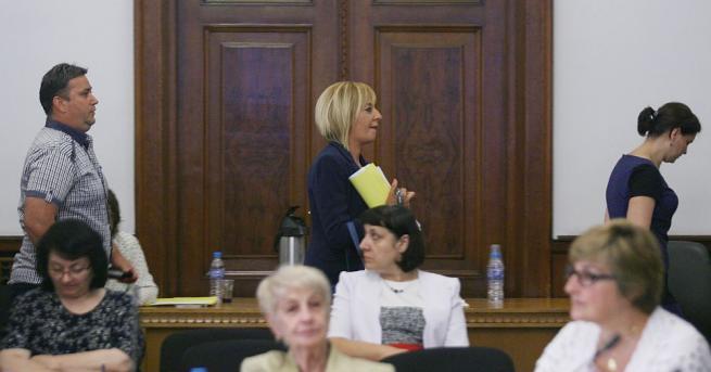 Омбудсманът Мая Манолова беше принудена да напусне заседанието на Тристранния
