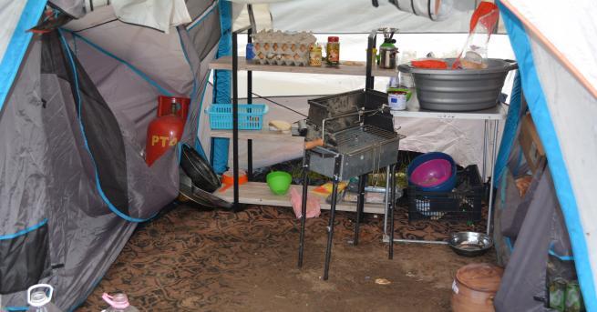 В лагера, създаден от отец Иван до язовир Огоста край