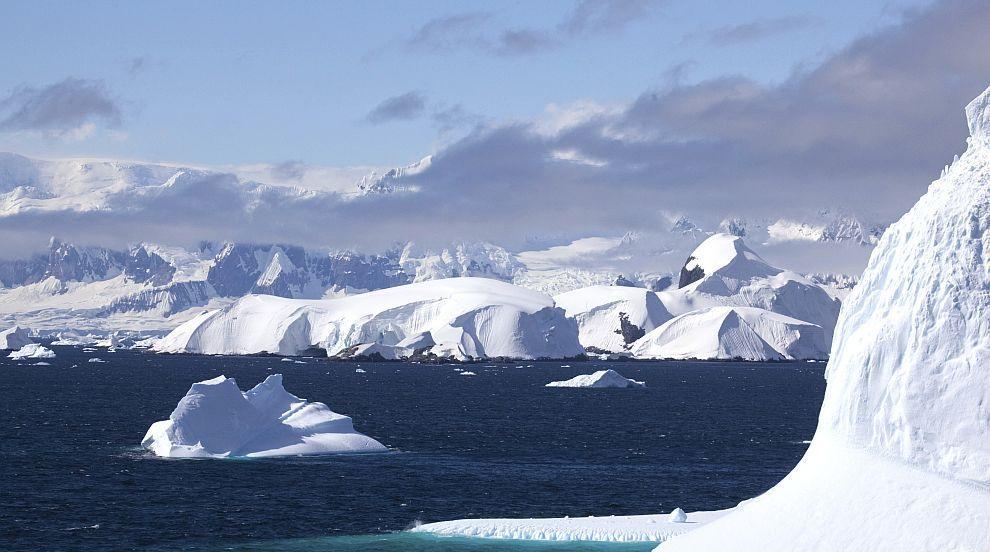 Спътникови данни разкриха останки от изчезнали континенти под Антарктида...