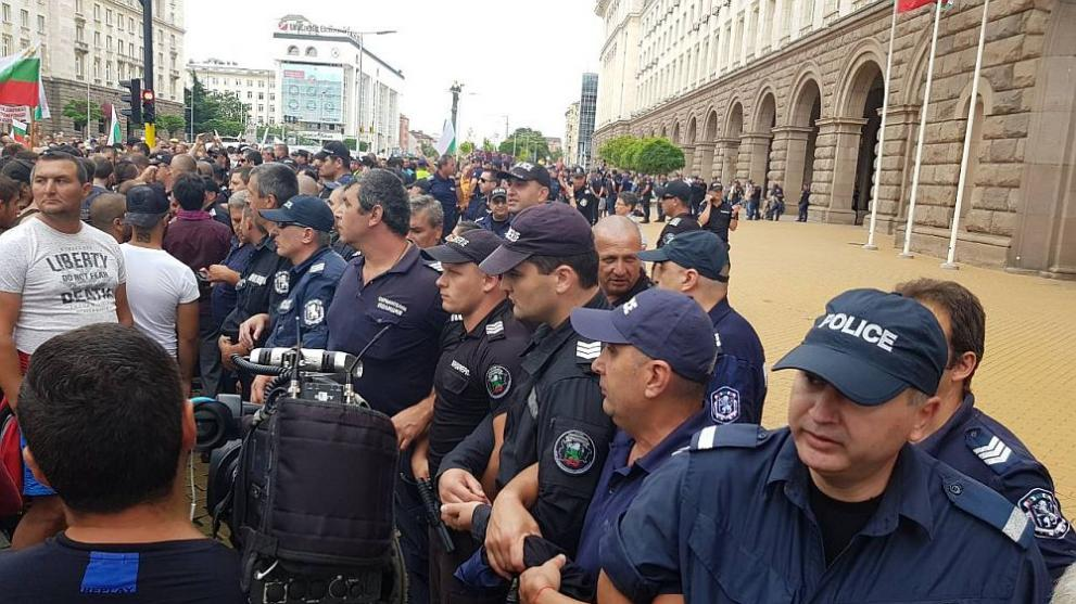 Резултат с изображение за протести на майки пред мс полиция