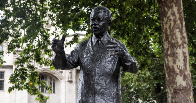 Южноафриканци от всички социални прослойки честват днес 100 години от