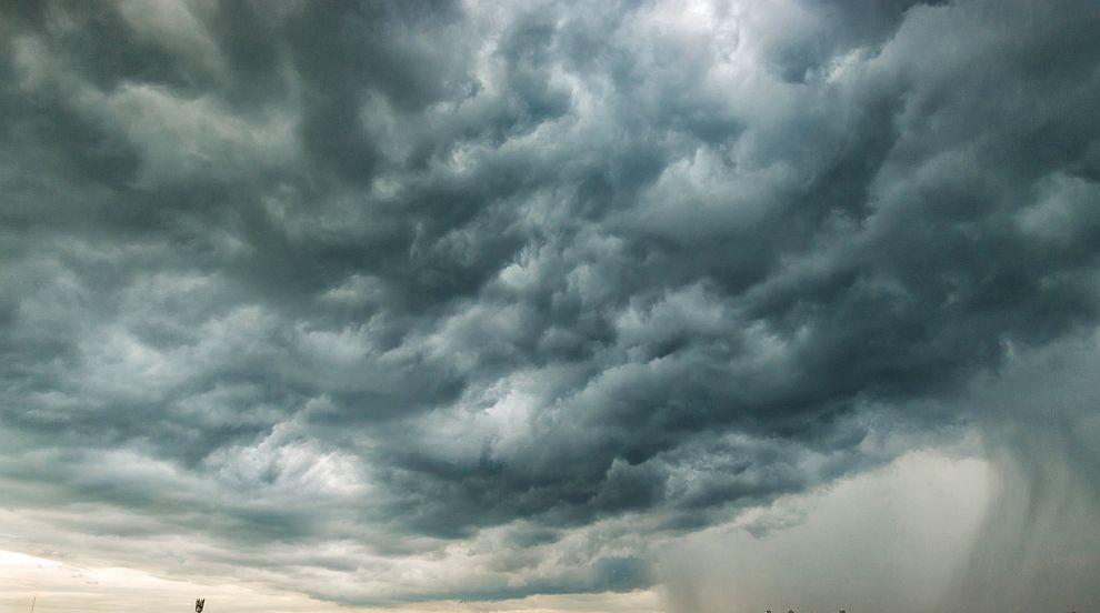 Мъгла и облаци във вторник
