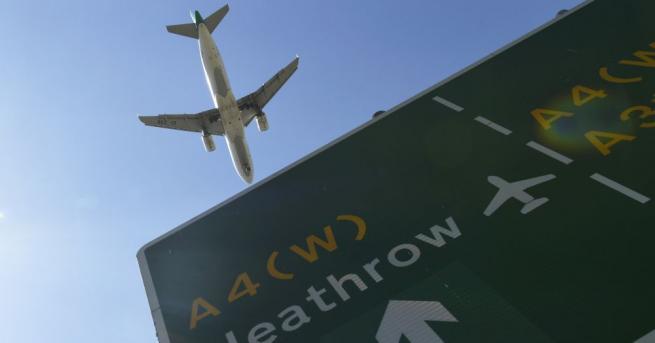 Редица самолети бяха пренасочени, след като служителите в контролната кула