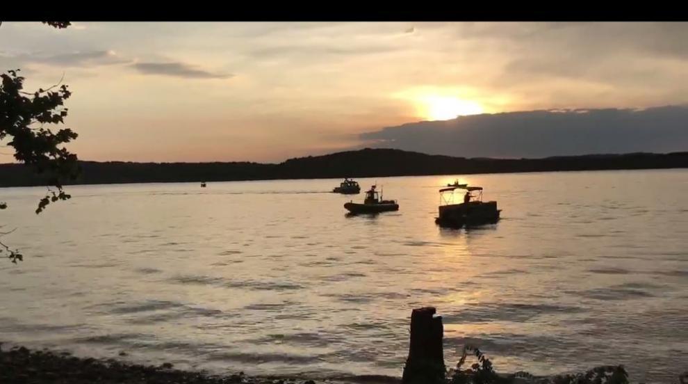 Туристически плавателен съд се преобърна в Мисури