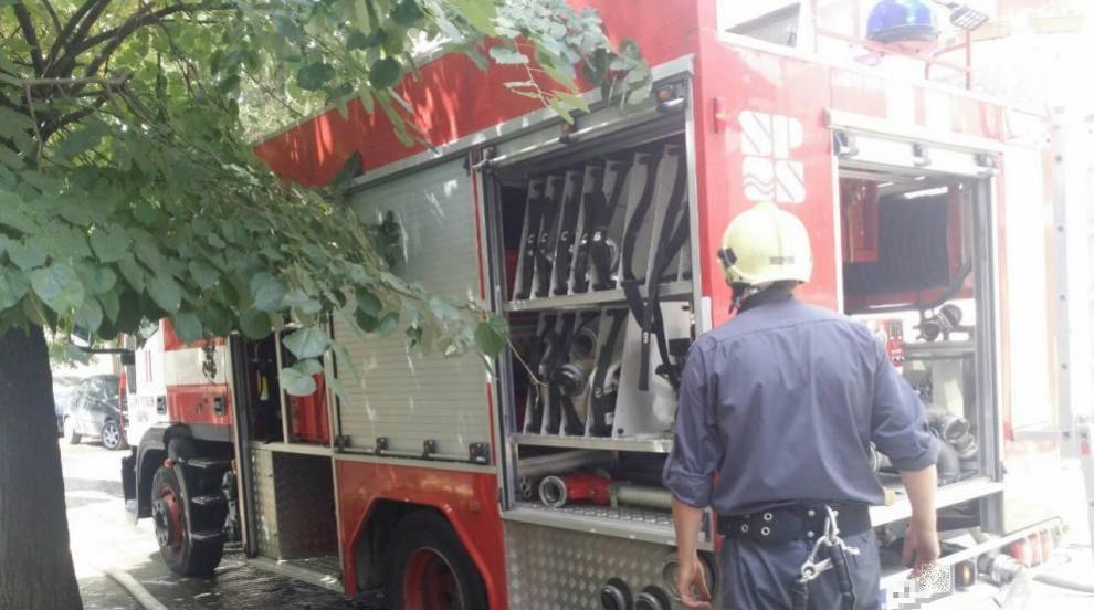Умишлен палеж на охраняем паркинг в Люлин, 10 коли изгоряха