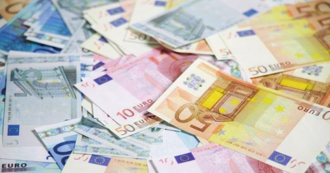 17 700 евро, 170 лева и лични документи отмъкнали от