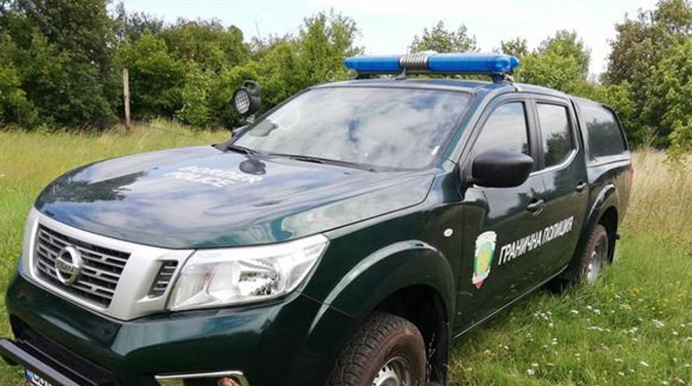 След гонка: Задържаха криминално проявен каналджия и мигранти в Трънско