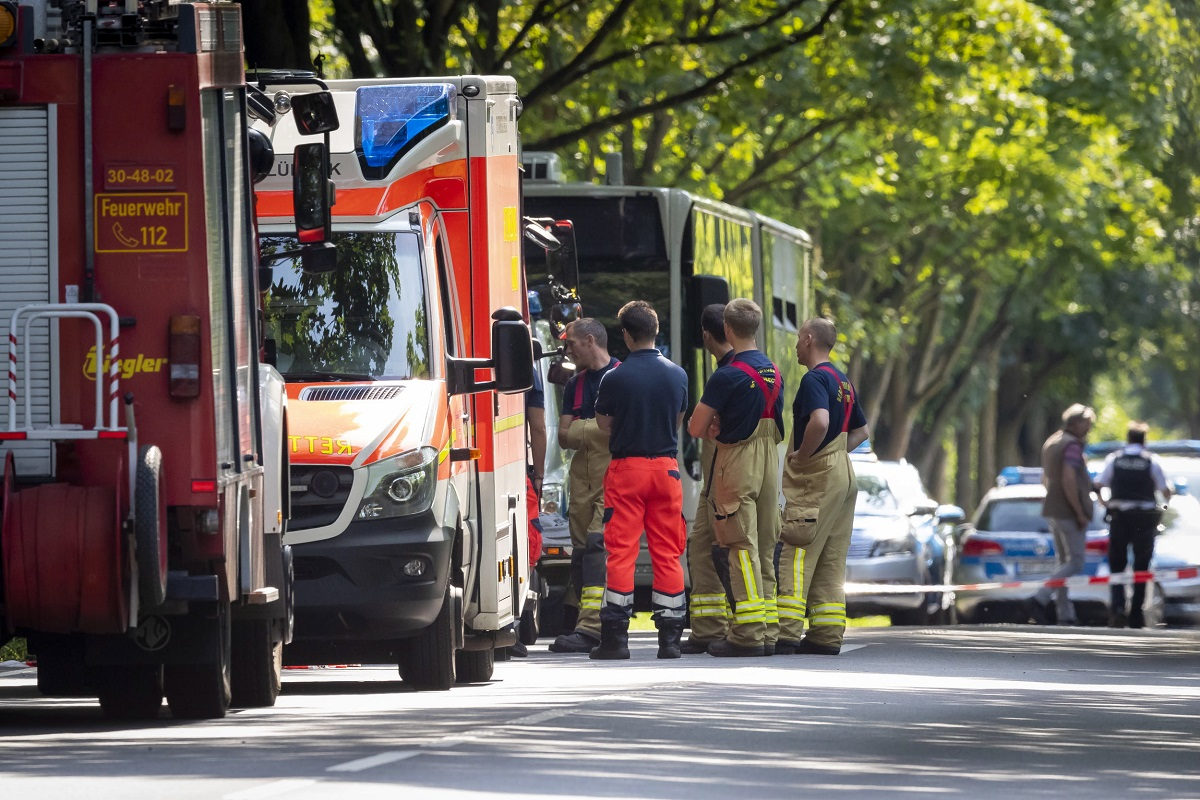 Претъпканият автобус е пътувал за Травемюнде, популярен плаж близо до град Любек, когато един от пътниците е извадил оръжие срещу останалите