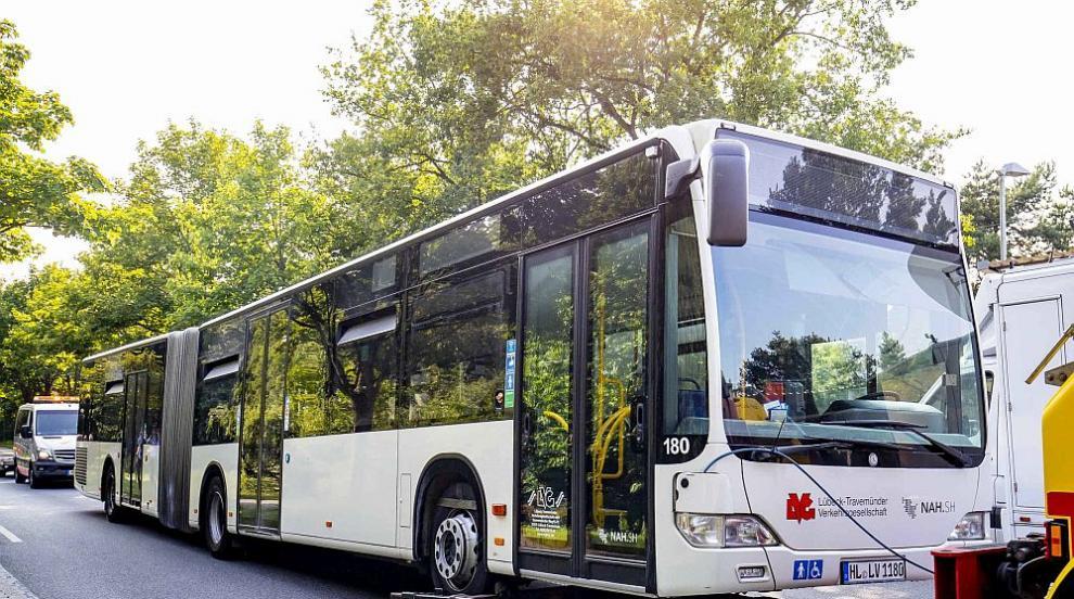 Нападение с нож в автобус в Германия, има ранени (СНИМКИ)