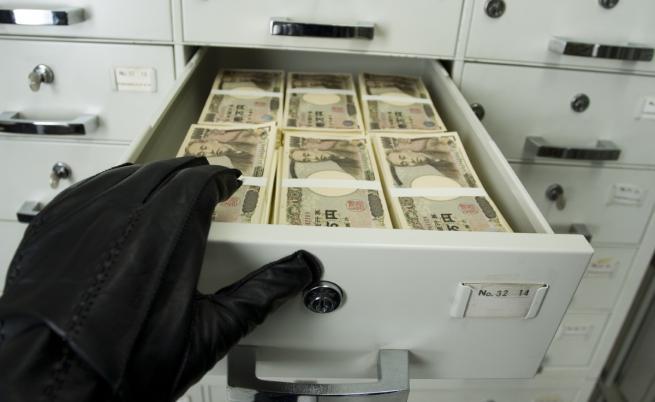 Обраха банка в Несебър като във филм