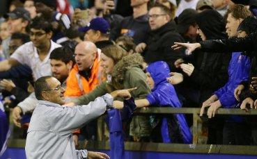 Футболистите на Челси зарадваха стотици фенове в проливния дъжд в Пърт