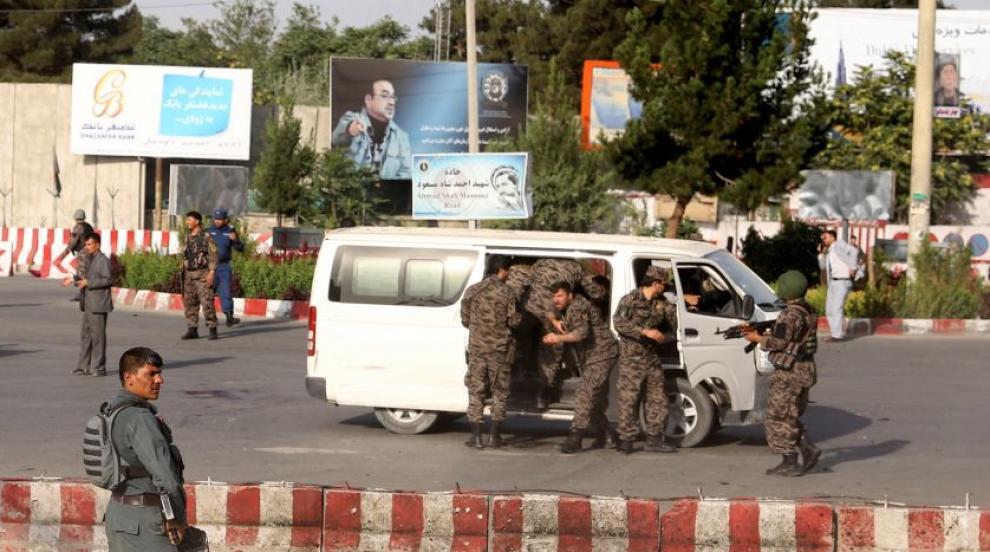 Експлозия близо до летището в Кабул уби десетки (ВИДЕО)