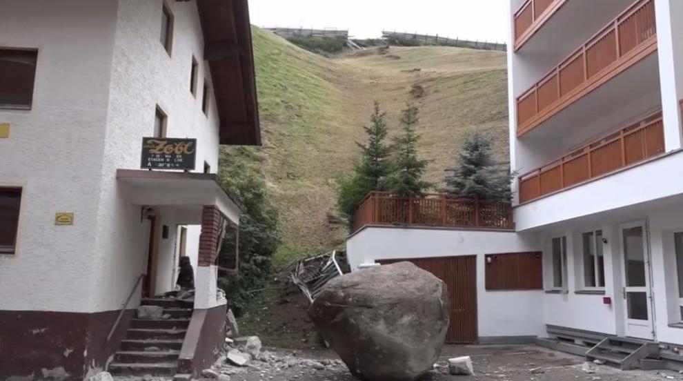 20-тонна скала се разби в сграда в Австрия (ВИДЕО)