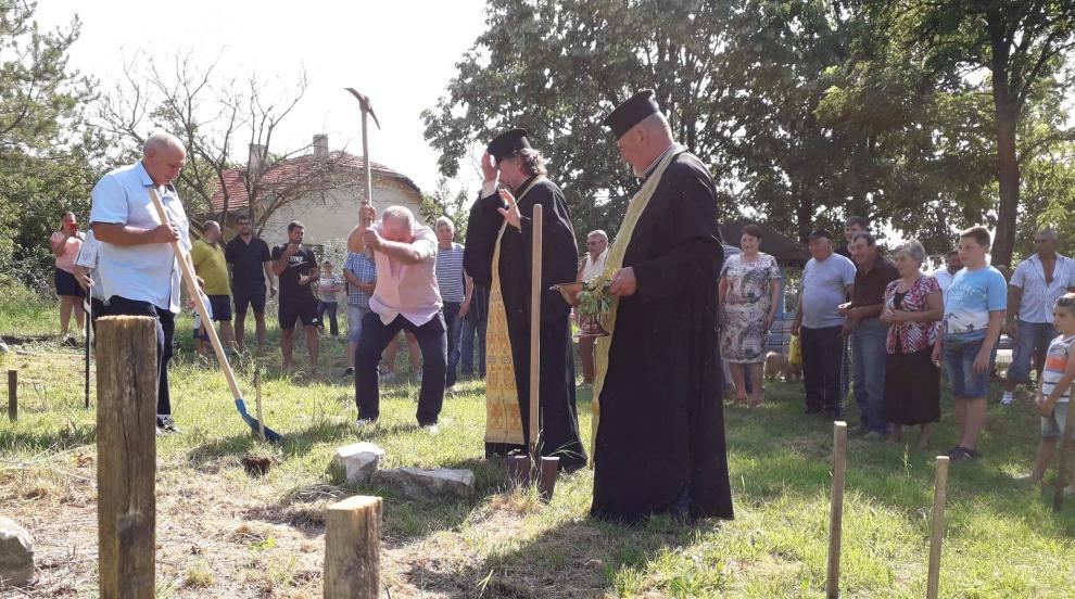 Село започна градеж на параклис след 70 години без храм