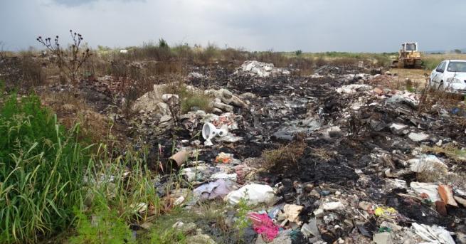 Откриха мъртво бебе на сметище край хасковското село Гарваново, съобщиха