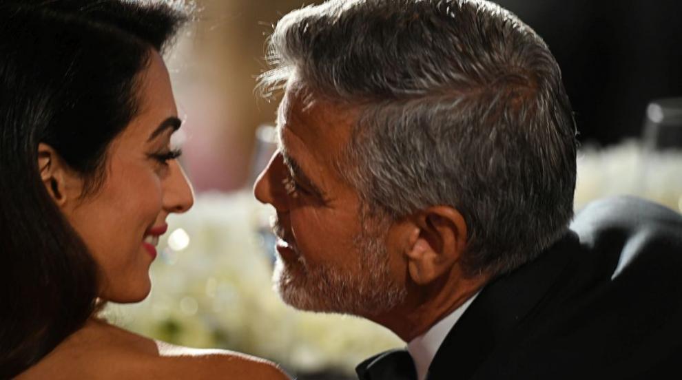 Семейство Клуни вечеря с приятели на езерото Комо (СНИМКИ)