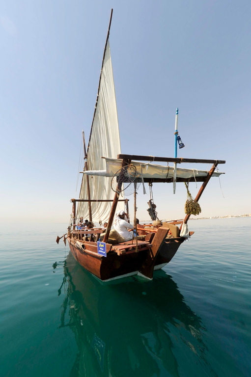 Гмуркането за перли ежегодно се провежда под патронажа на кувейтския емир, за да поддържа живи традициите. Бизнеса с перли е била най важната национална търговия преди откриването на нефтеното богатство.