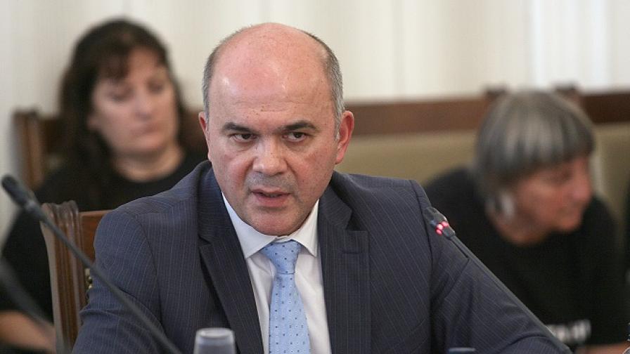 Бисер Петков: Нереалистична е безлимитната лична помощ