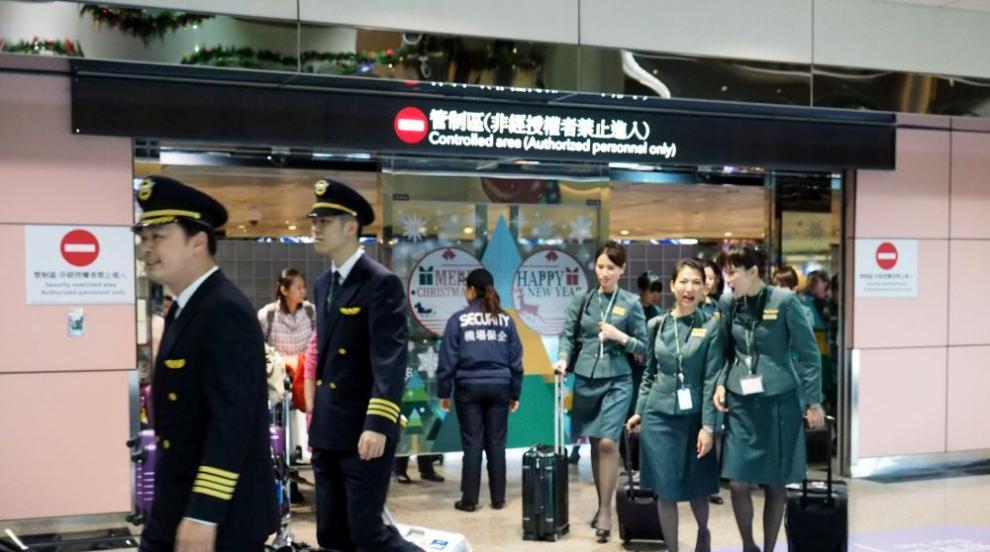 Самолет, летящ за Пекин, се е върнал в Париж заради заплаха