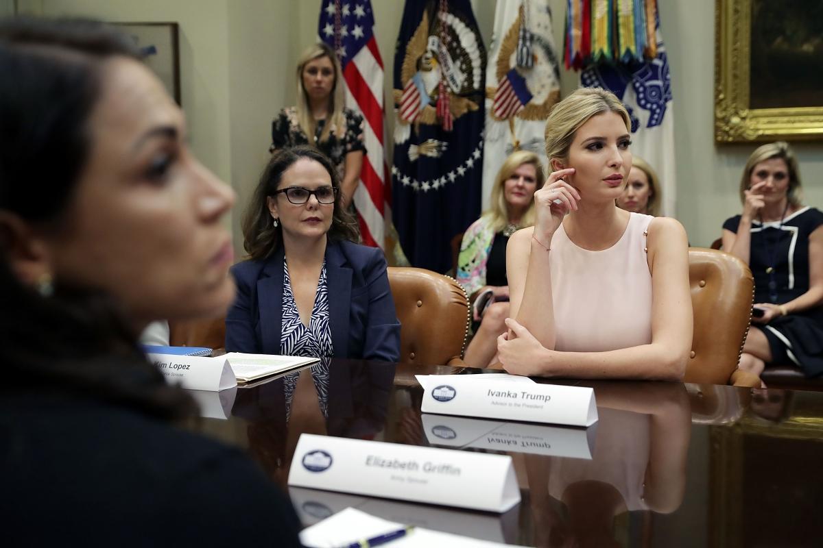 Иванка по време на изслушване на съпруги на военнослужещи в Белия дом.