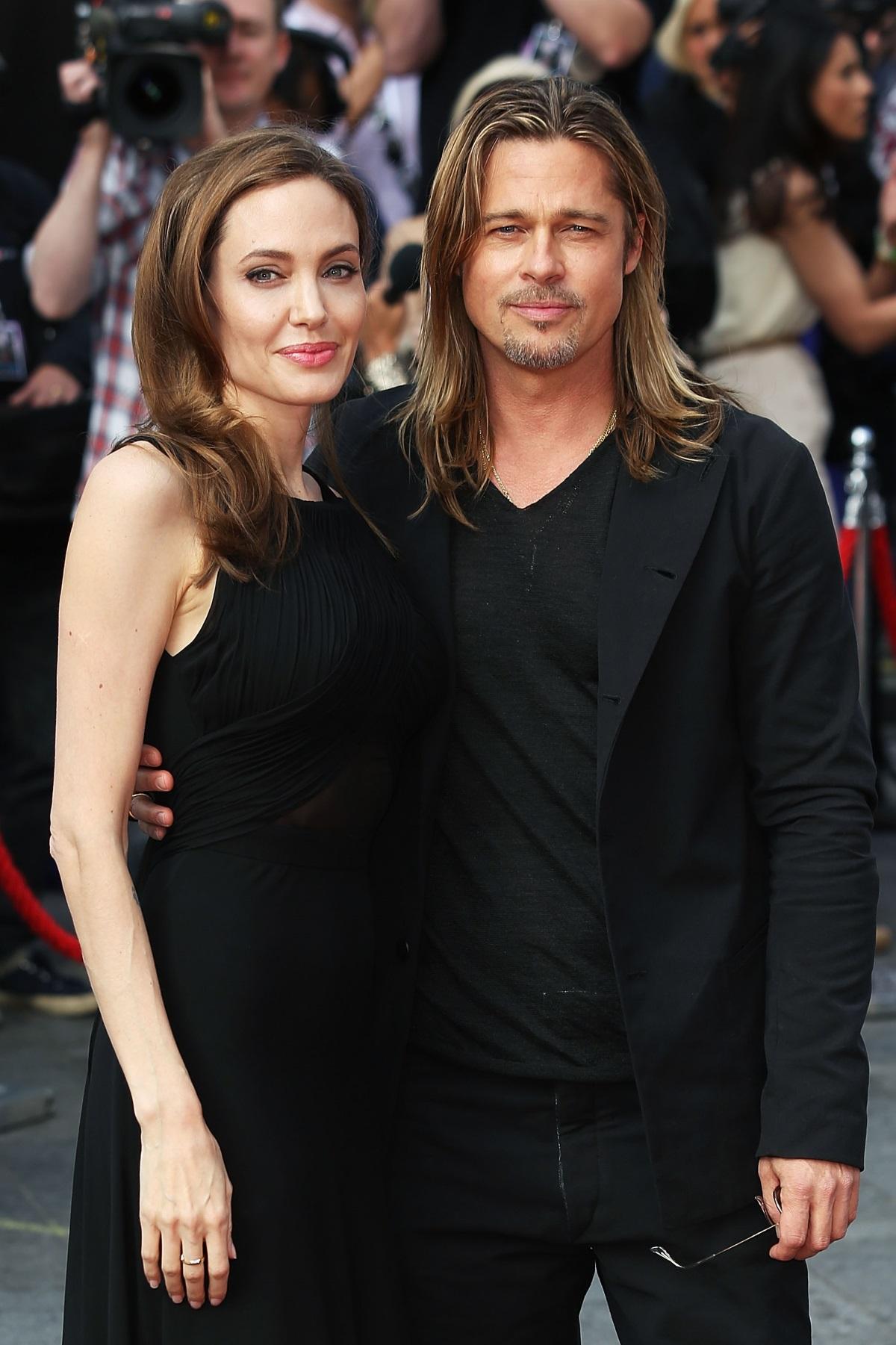 """Анджелина Джоли и Брад Пит се ожениха на 23 август 2014 г. на Лазурния бряг. Близките отношения между тях започнаха през 2004г. предиснимките на филма """"Мистър и мисис Смит"""". Дваматаимат шест деца, три от които са биологични, а три са осиновени.Шайло е на 10 години, а близнаците Вивиан и Нокс на 8 години.Осиновените деца са:Мадокс на 15 години, Захара на 11 години и Пакс на 13 години."""