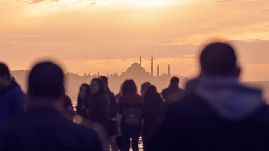 Тълпа преби мъж в Истанбул, подозирали го в отвличане