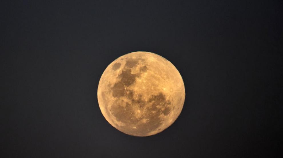 Пътешествие около Луната: Кой ще е първият турист?