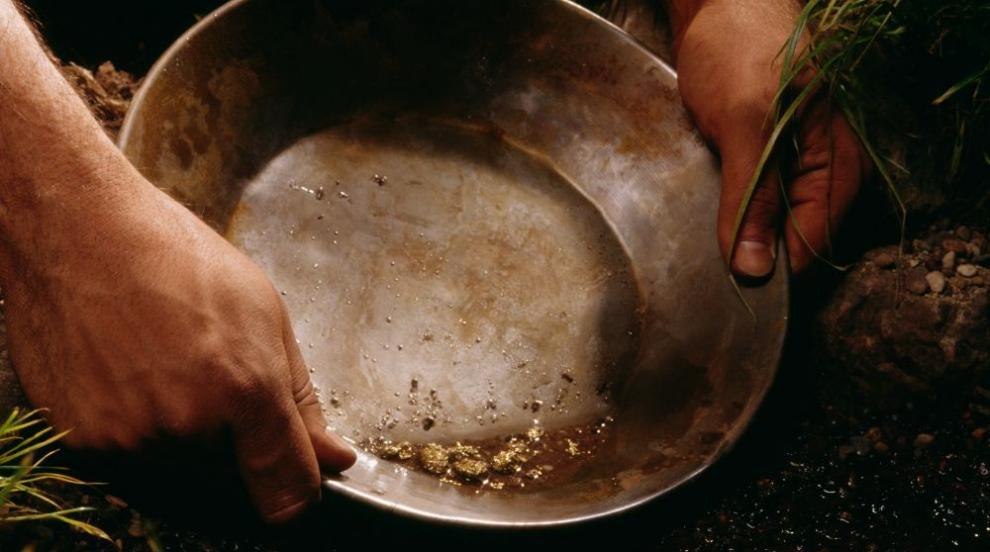 Иманяр намери огромен къс самородно злато (СНИМКИ)