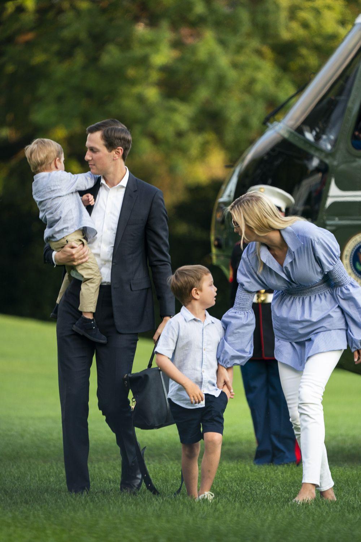 Иванка Тръмп в компанията на съпруга си и двамата си сина