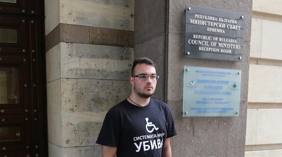 Момчето, поверено на грижите на премиера: Искам да остана в България