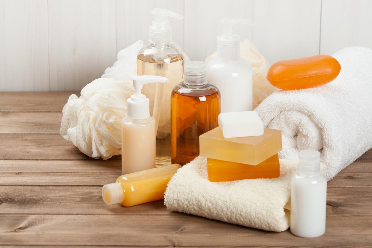 Течен или твърд сапун използвате? Има значение, особено за зоната, в която го използвате. Оказва се, че ако имате чувствителна кожа,течен ароматен сапун в комбинация с гореща вода може да предизвика още по-голямо раздразнение. Така че вместо да получите идеално чиста кожа, да се получи посещение при дерматолог.