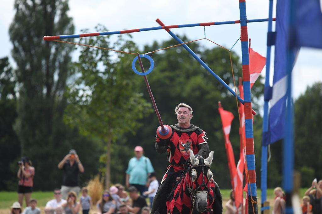 Тези двубои между рицари са се превърнали в емблема на романтичното средновековие и са най-запомнящата част от тогавашната култура.