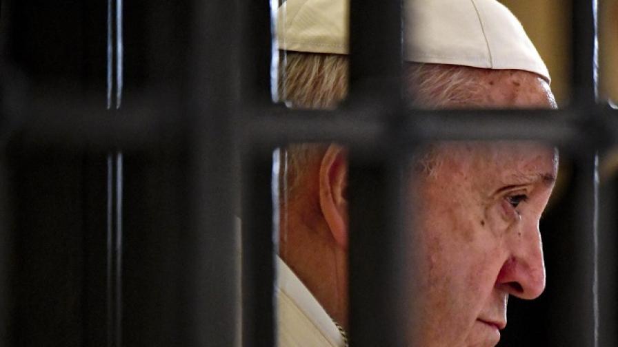 Папата промени дългогодишна позиция на Ватикана