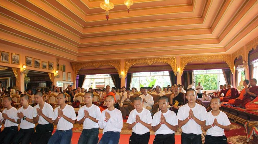 Момчетата, спасени от пещерата в Тайланд, приключиха послушанието си в...