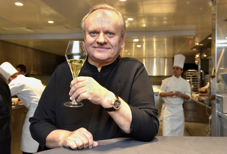 """Жоел Робюшон (1945-2018). В кариерата си е спечелил 31 звезди """"Мишлен"""" - повече от когото и да е друг по света. Славата му тръгва от Jamin, парижки ресторант. Стартира в началото на 80-те години на XX в. През годините става ментор на редица други кулинари, сред които Гордън Рамзи."""
