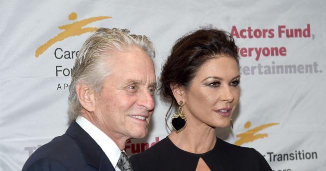 Омъжена от ноември 2000 г. за актьора Майкъл Дъглас, Катрин