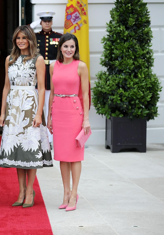 Кралица Летисия бе облечена със същата рокля, но в друг цвят по-рано тази година, когато се срещна с Мелания в Белия дом.