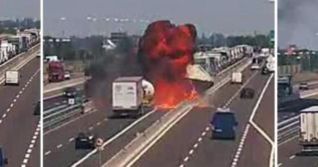 Щетите от пожара и последвалия взрив на италианската магистрала А14