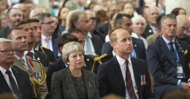 Принц Уилям и британската министър-председателка Тереза Мей участваха днес следобед