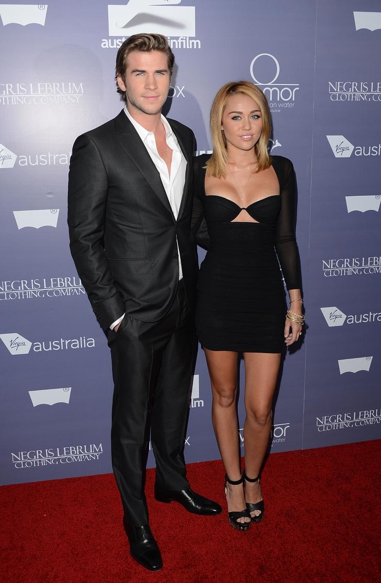 """Майли Сайръс и Лиам Хемсуърт са известни с това, че според слуховете двамата решили да се отдадат един на друг на една от масите на партито на """"Венити Феър"""" по случах връчването на наградите """"Оскар""""."""