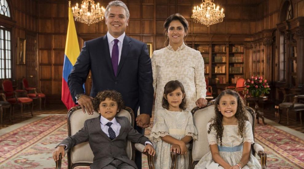Новият президент на Колумбия очарова света с прекрасното си семейство...