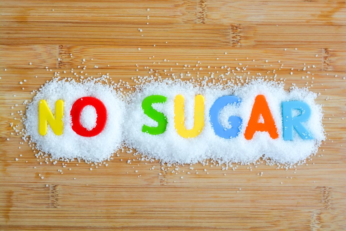 Без продукти със заместители на захарта. Защото те съдържат захарни алкохоли като ксилитол и сорбитол, които причиняват раздразнение на стомаха.