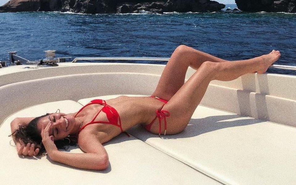 Гаджето на Неймар пръска сексапил в Гърция