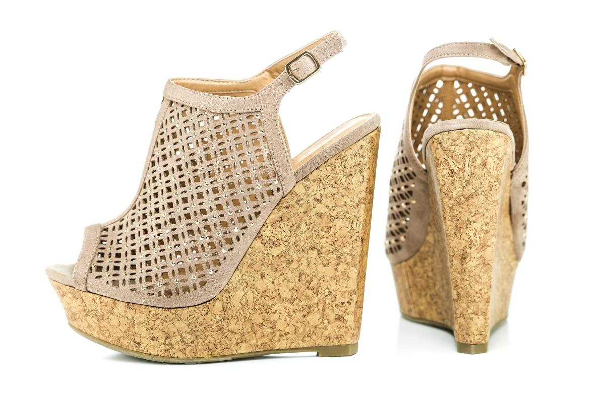 Има само една жена на света, която може да носи токчета на безумно висока платформа. И това е Лейди Гага. Ако не се казвате така, не ги обувйте.